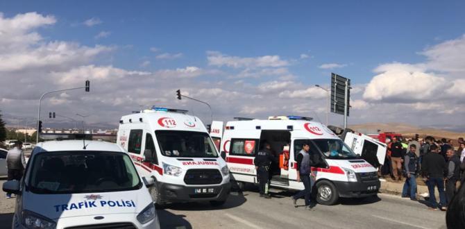 Afşin Sanayi Kavşağında Kaza 5 Yaralı.